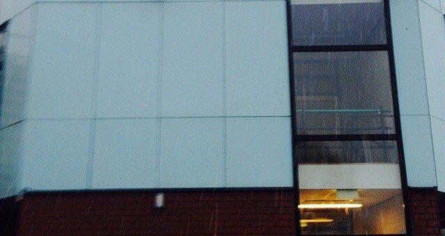 Kunststof reiniging van beplating met bescherming coating aangebracht om vuil afstotend te maken te Alkmaar